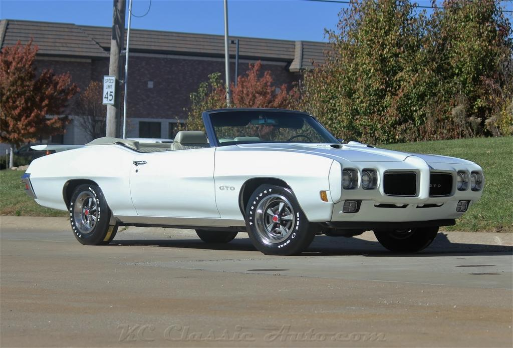 Click for 1970 Pontiac GTO Ram Air III, Automatic, AC, Documented (400 V8, Automatic)